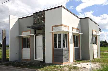 COOL BUNGALOW  HOUSE FOR SALE IN MAGALANG, PAMPANGA Ref Ad: #0000492