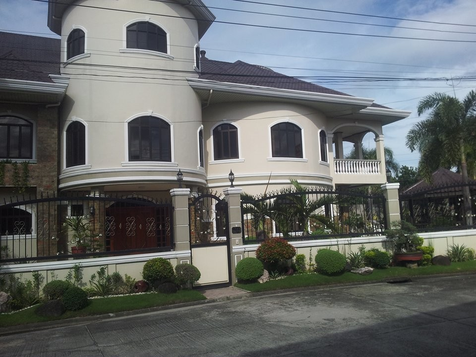 4 storey House for Sale Angeles Ref#0000803