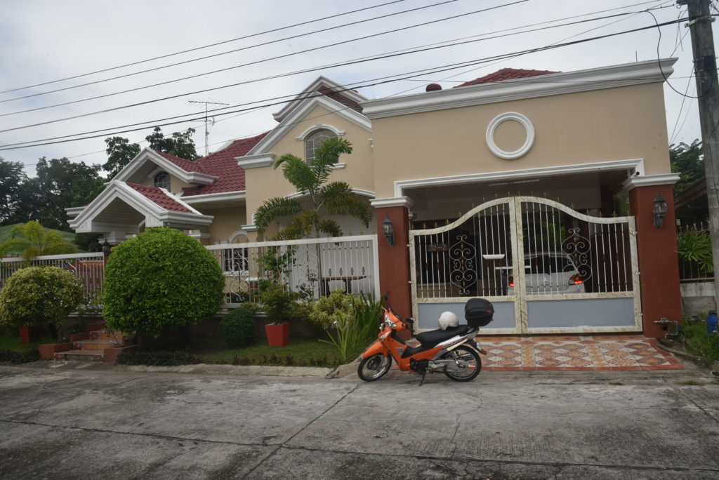 House for Sale Angeles with Pool Carmenville #0000873