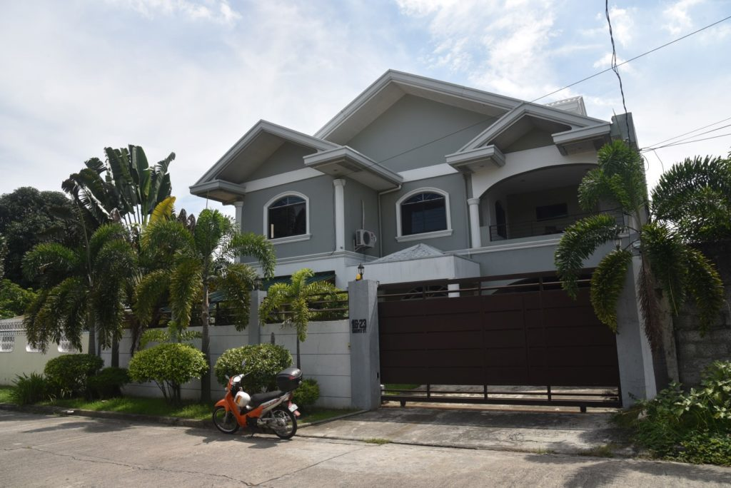 3storey House For Sale Angeles W Pool Angeles Real Estate