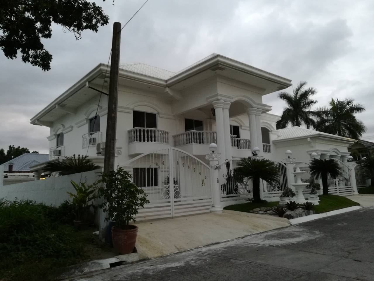 Mansion House for Sale Angeles City Sunset Estate #0000885